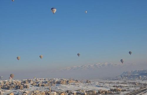 1.1424892179.2-hei-luftballons-ber-g-reme