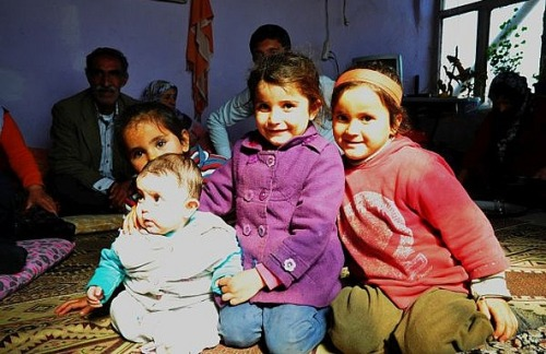 1.1426596988.kurdische-familie