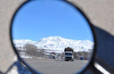 1.1426596988.letzter-blick-auf-schneebedeckte-berge
