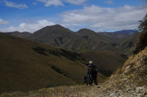 1.1484431537.1-pushing-the-bike-on-melina-ridge-trail