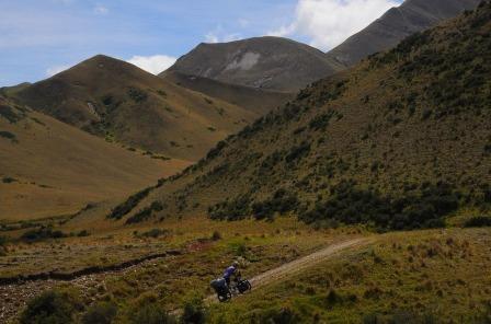 1.1484431537.pushing-the-bike-on-melina-ridge-trail