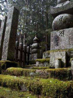 1.1492326859.cementery-in-koyasan